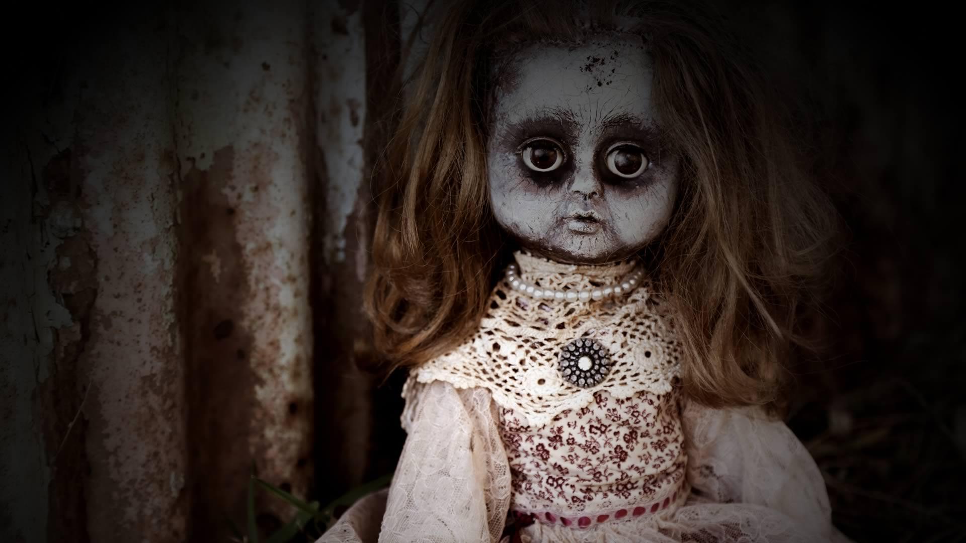 maniac-doll-bg